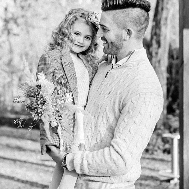 Vater mit Tochter im arm Portraits in Kempten Allgäu Bayern